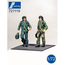 721119 - Pilotes RAF debout...