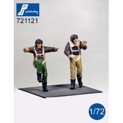 721121 - Pilotes US debout...