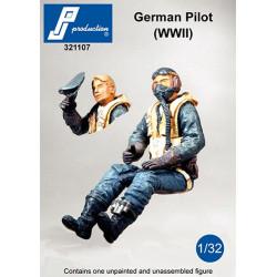321107  - German pilot seated in a/c (WW II)