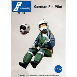 321112 - Pilote de F-4 allemand assis