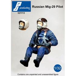 321113 - Pilote de Mig-29 russe assis